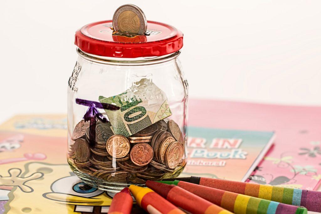 Épargner son argent pour assurer son futur et celui de ses proches