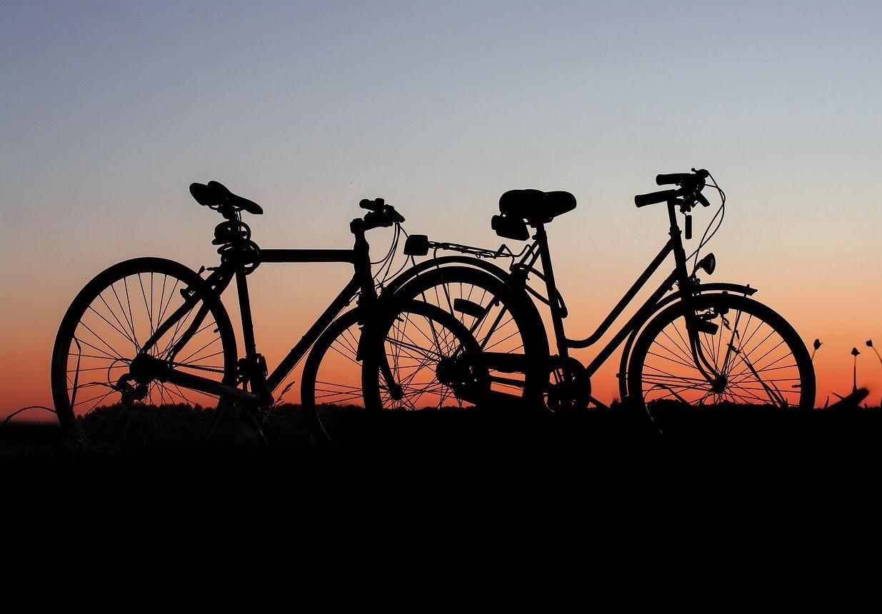 Noa Khamallah compare les trottinettes électriques et les vélos électriques
